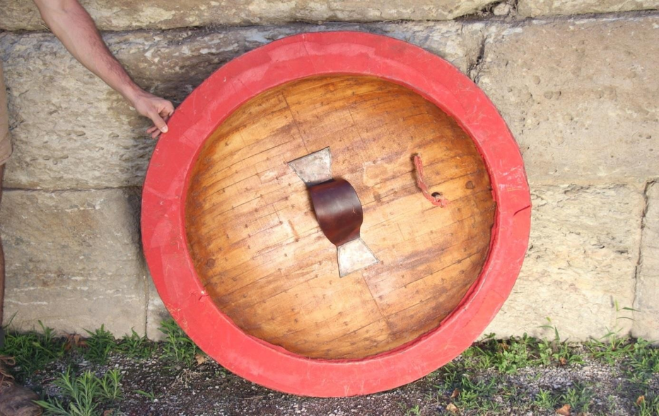 Bouclier type « Aspis Koilè » reproduit par l'Association SOMATOPHYLAQUES : intérieur