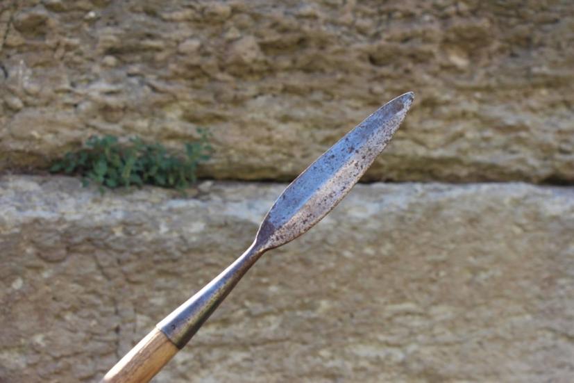 Pointe de lance « Dori » reproduite par l'Association SOMATOPHYLAQUES