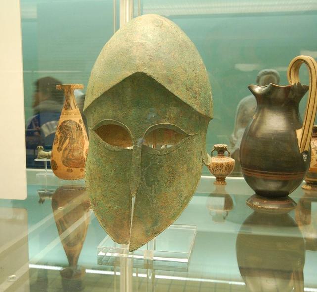 Casque type « Corinthien », VIème-Vème siècle avant Jésus-Christ, trouvé à Sparte en Grèce, British Museum